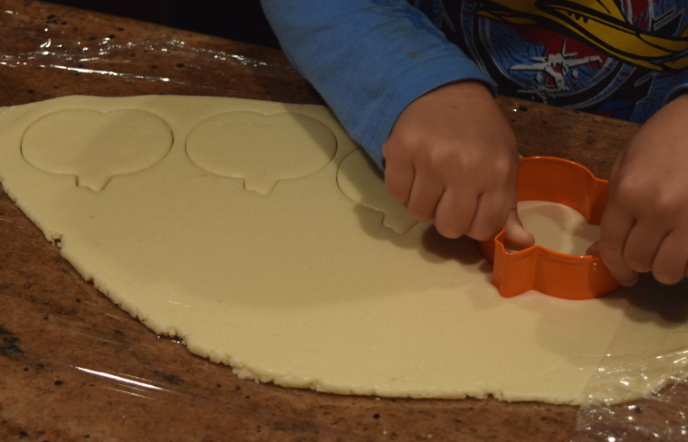 sugar-cookie-cutting-web