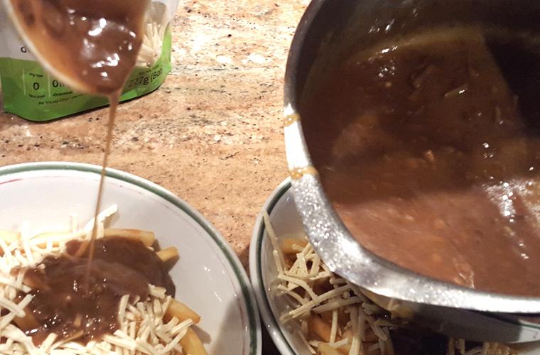 2-poutine-gravy